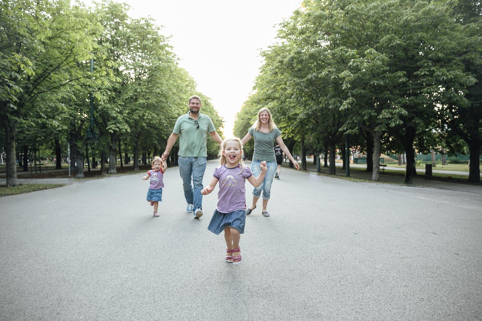 Familienbilder im Wiener Prater auf der Hauptallee