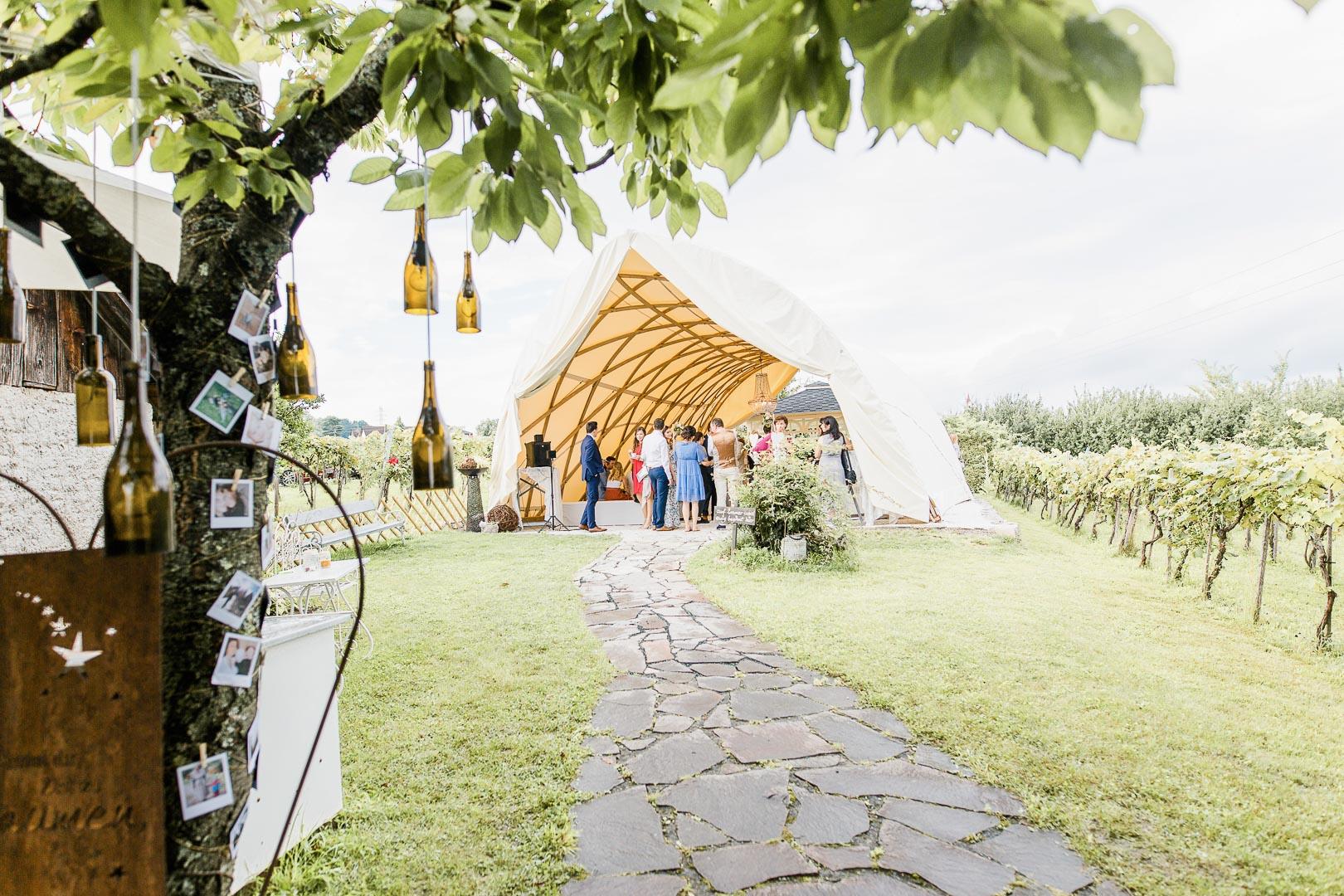 Hochzeitsgesellschaft in der Träumerei in Maria Bild